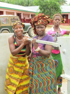 The Water Project : sierraleone5070-59-pumping-safe-water