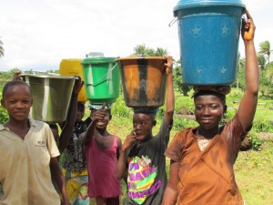 The Water Project : sierraleone5070-74-pumping-safe-water