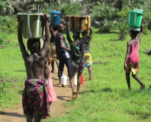 The Water Project : sierraleone5070-81-pumping-safe-water