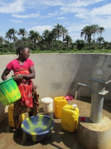 The Water Project : sierraleone5070-82-pumping-safe-water