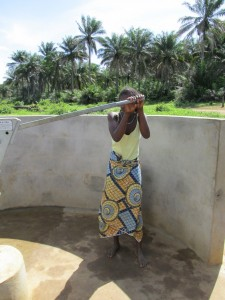 The Water Project : sierraleone5070-83-pumping-safe-water