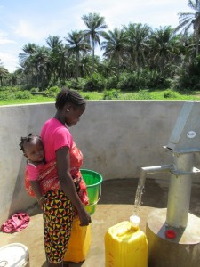 The Water Project : sierraleone5070-86-pumping-safe-water