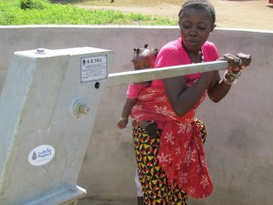 The Water Project : sierraleone5070-95-pumping-safe-water