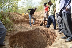 The Water Project : kenya4312-01-shg-matoma-shallow-well-excavation