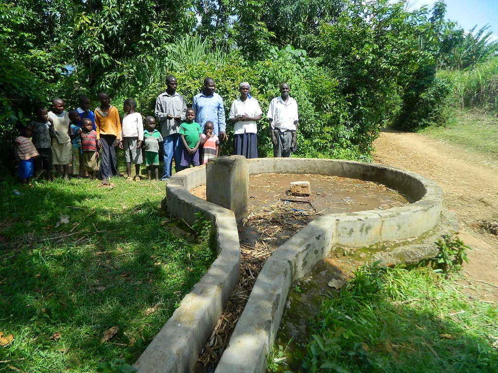 The Water Project : kenya4355-100-mwembeni-community-members