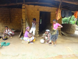The Water Project : sierra-leone5074-09-community-members