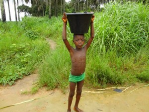 The Water Project : sierraleone5075-100-fetching-water