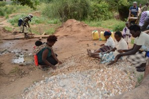 The Water Project : kenya4311-01-shg-twone-mbee-musele-collecting-materials