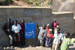 The Water Project : kenya4315-03-kithuani-shallow-well-pictures