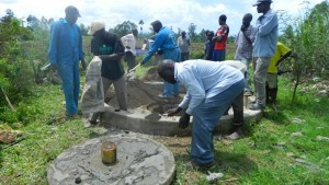 The Water Project : kenya4338b-77-community-members-helping-with-the-work-of-their-well