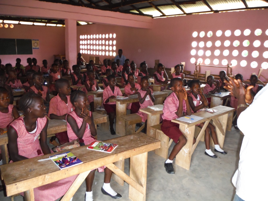 The Water Project : sierraleone5070-121-training-students