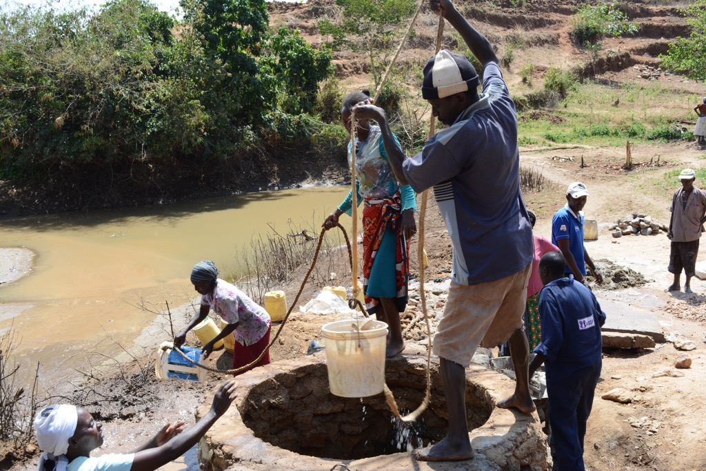 The Water Project : kenya4313-14-well-construction