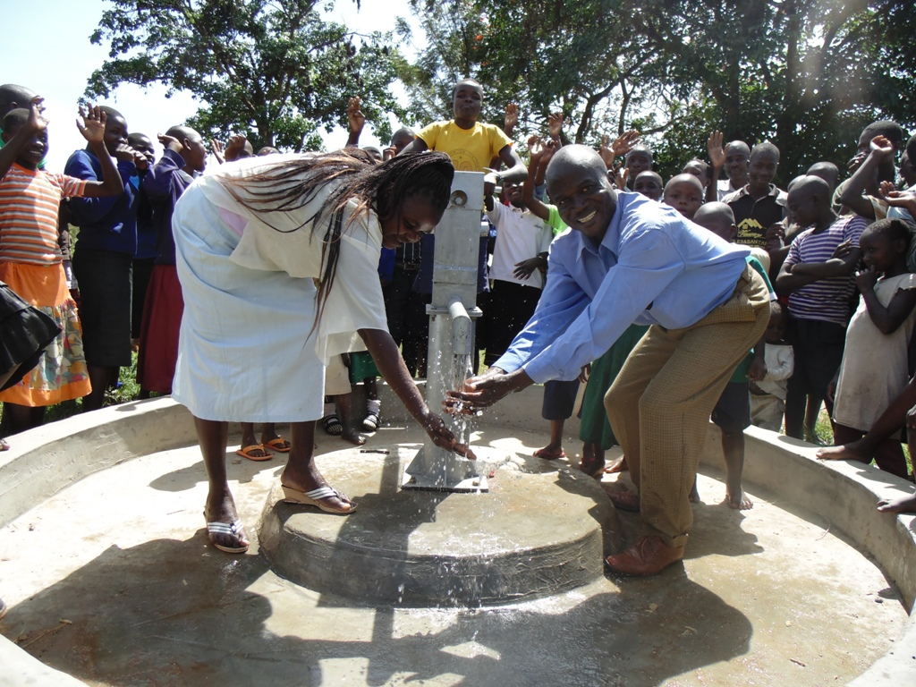 The Water Project : kenya4356-30-handing-over