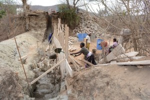 The Water Project : kenya4389-18-construction