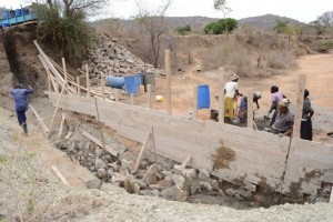 The Water Project : kenya4389-19-construction