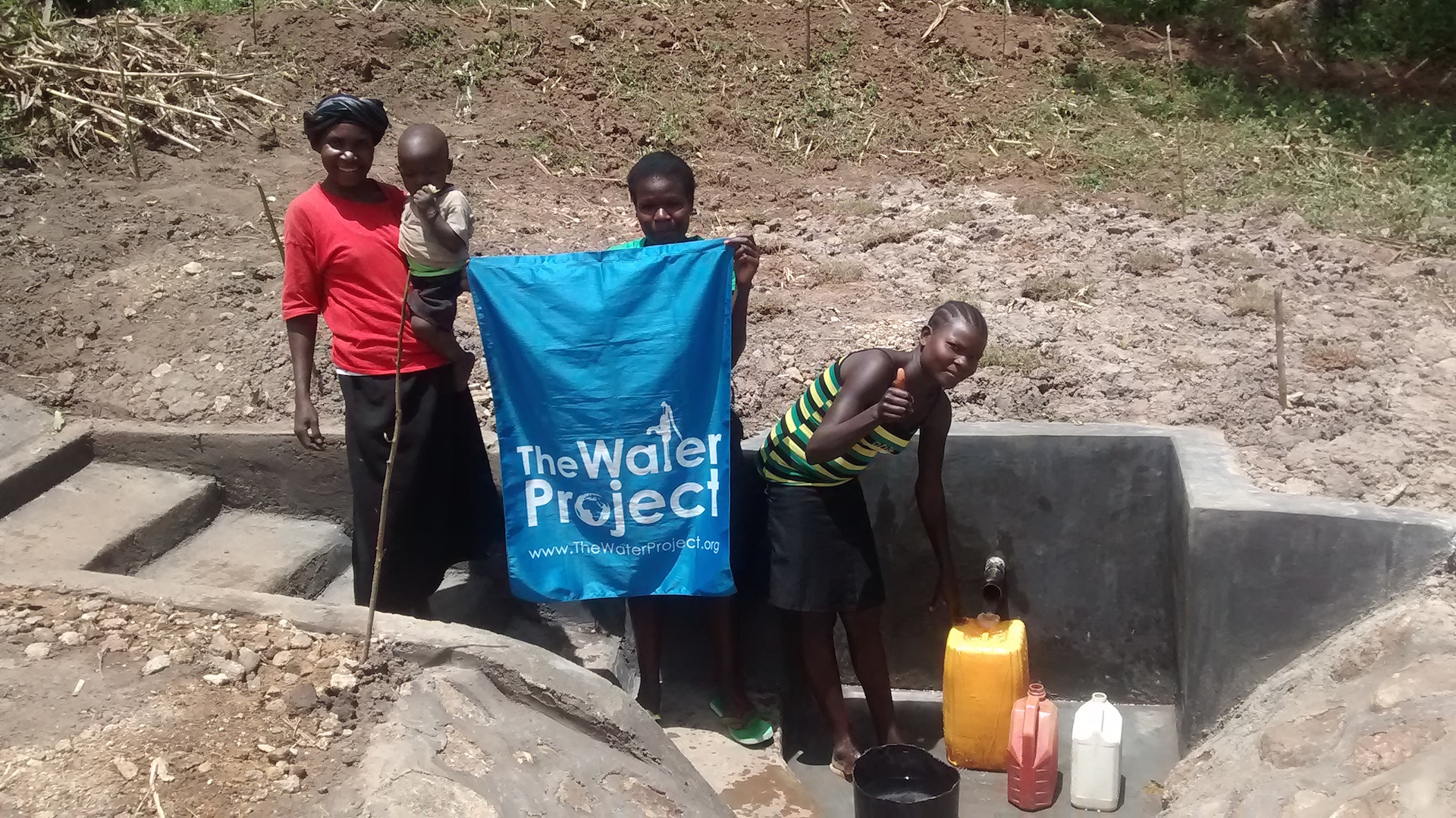 The Water Project : kenya4417-40-completed-project