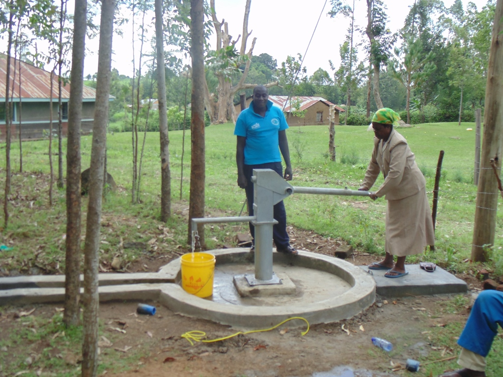 The Water Project : kenya4360-42-testing-the-waters
