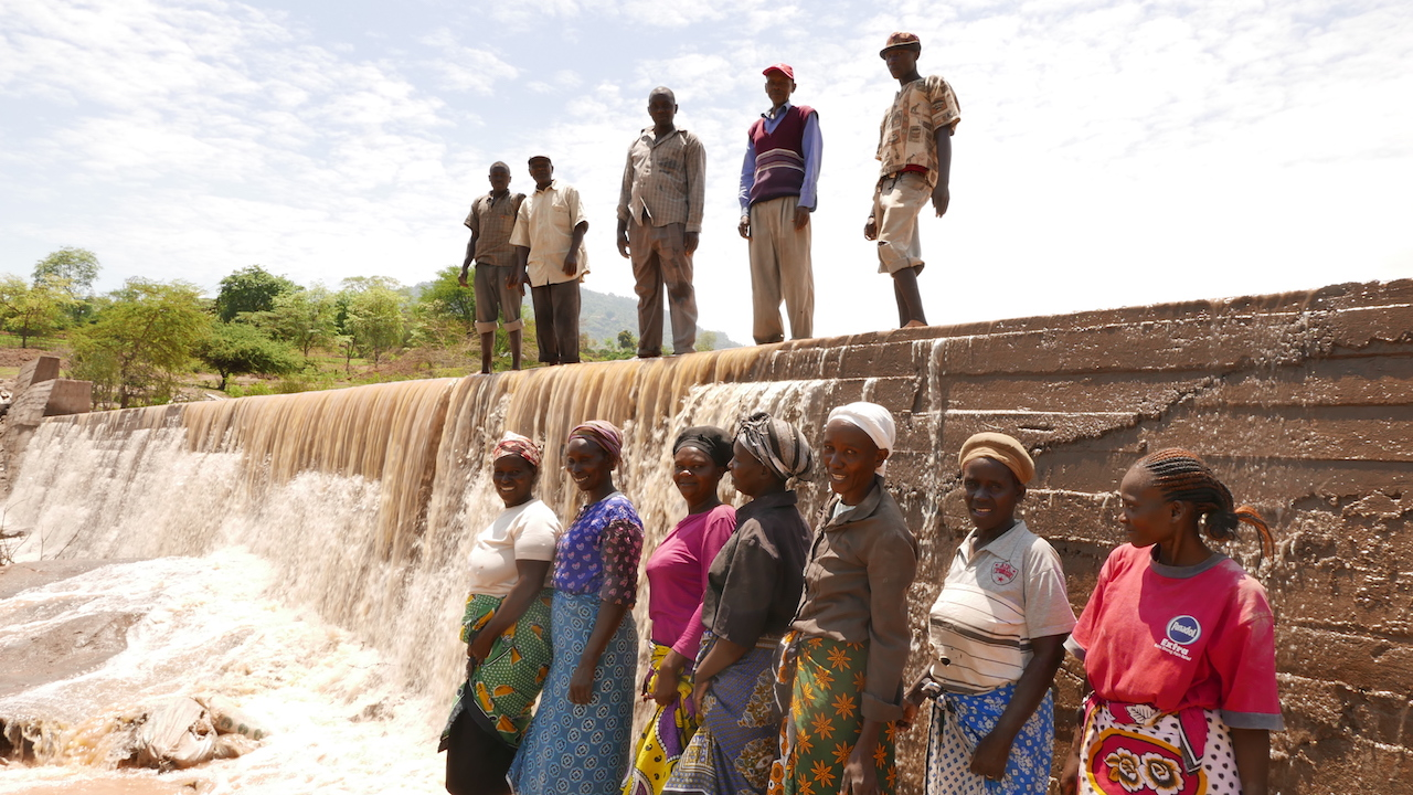 The Water Project : kenya4384-10-men-and-women