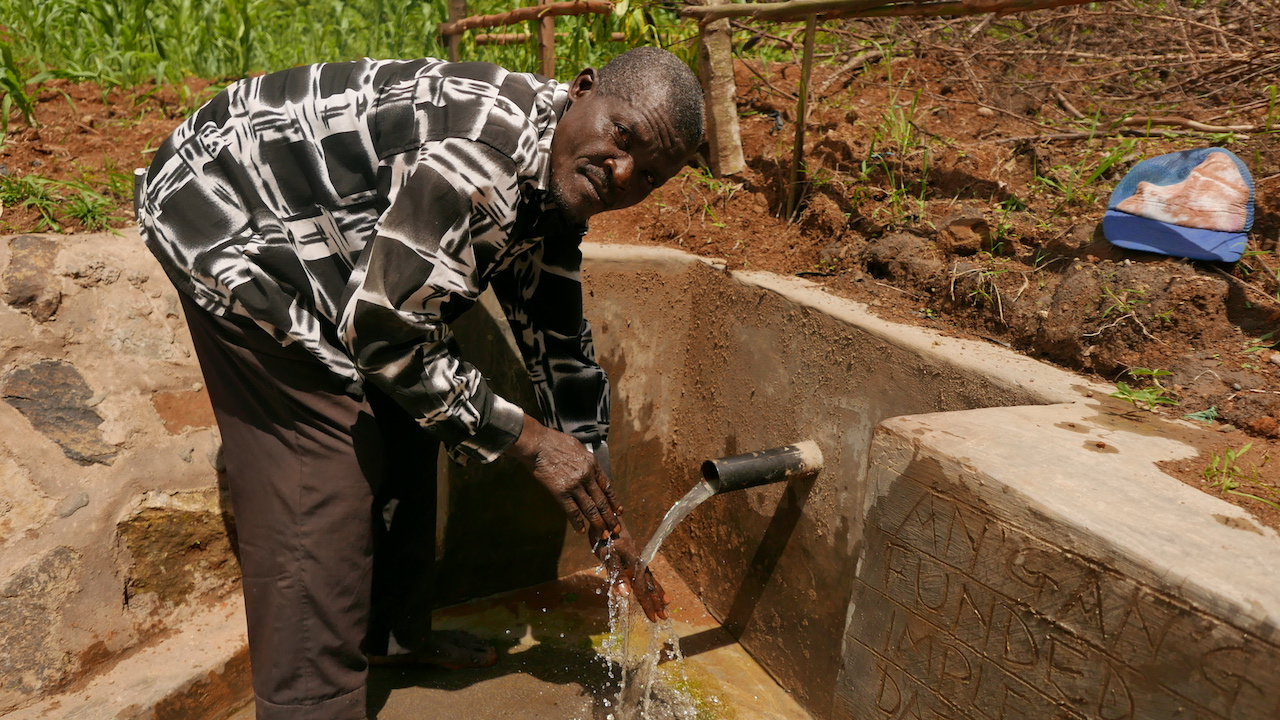The Water Project : kenya4427-38-clean-water