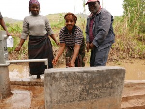 The Water Project : kenya4448-08-well