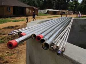 The Water Project : sierraleone5075-46-pump-installation