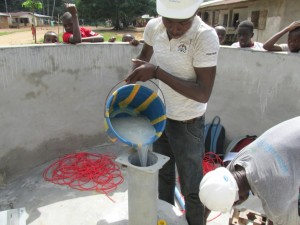 The Water Project : sierraleone5075-49-pump-installation