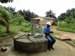 The Water Project : sierraleone5078-11-5037