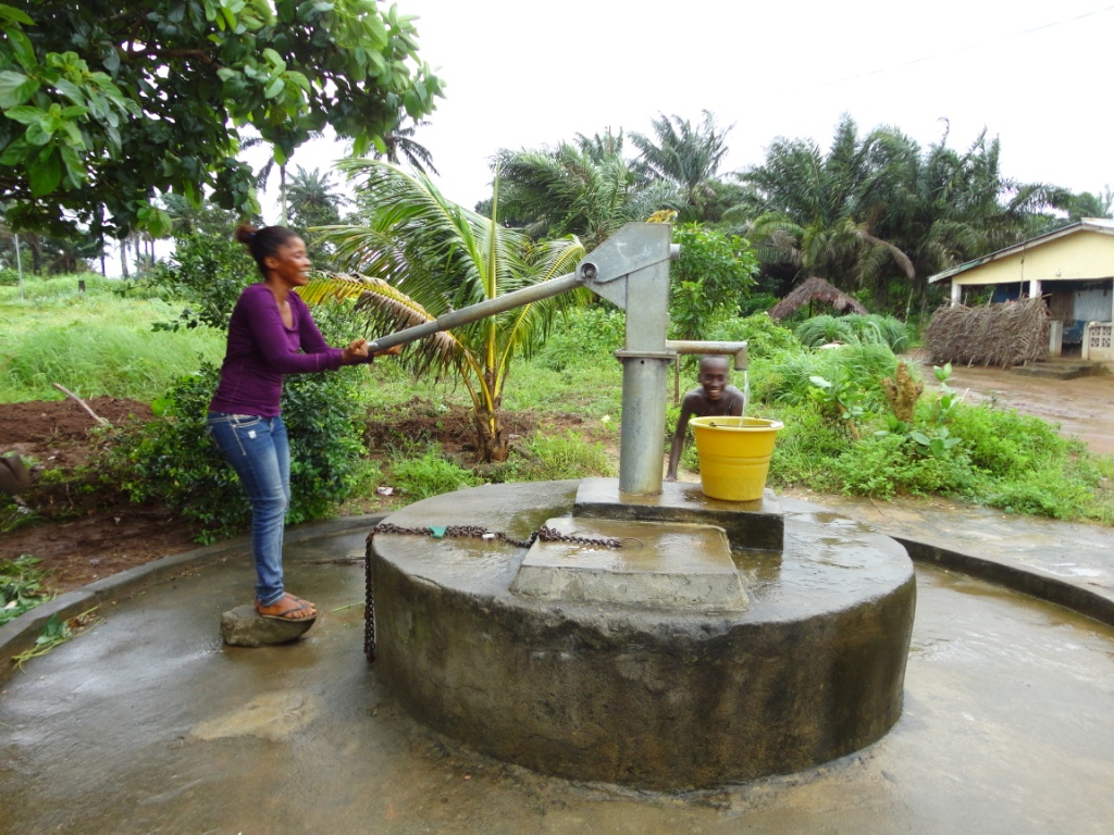 The Water Project : sierraleone5078-12-5037