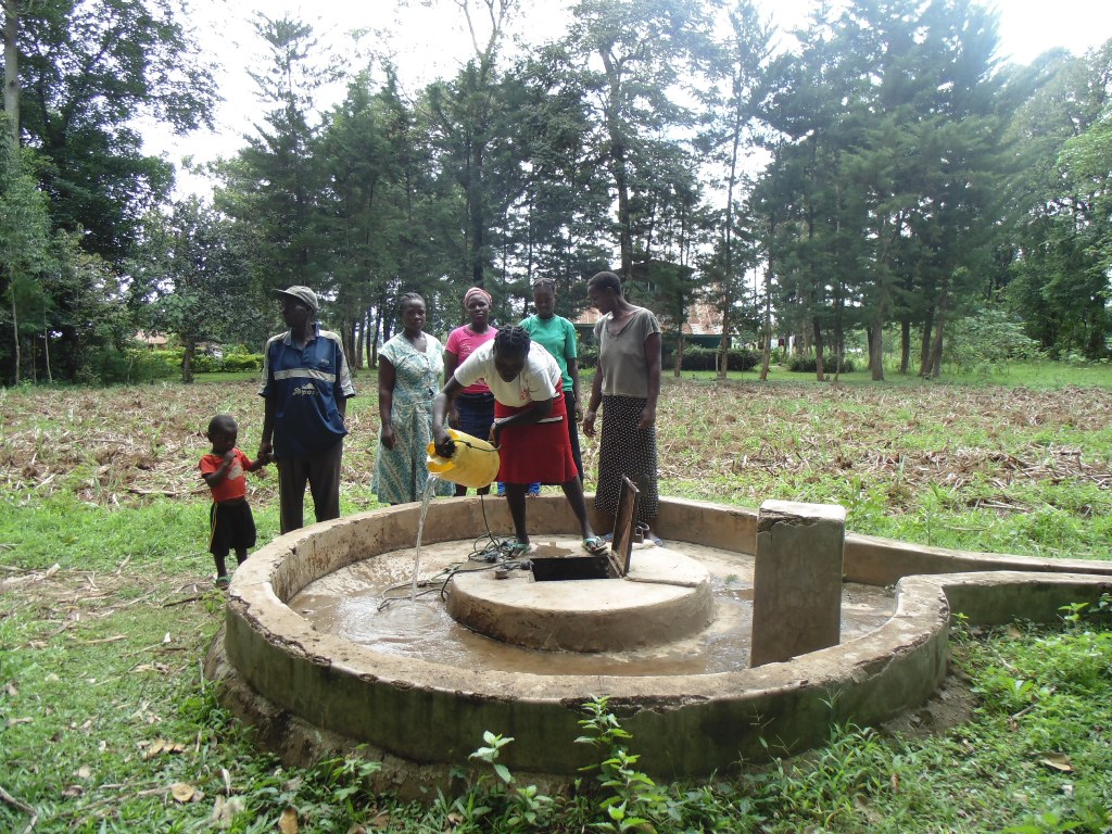 The Water Project : kenya4399-04-broken-well