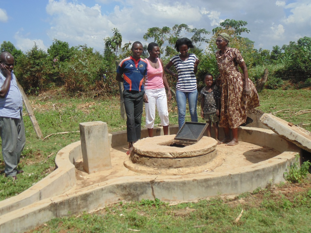 The Water Project : kenya4400-04-broken-well