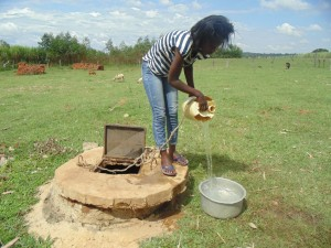 The Water Project : kenya4400-05-fetching-water