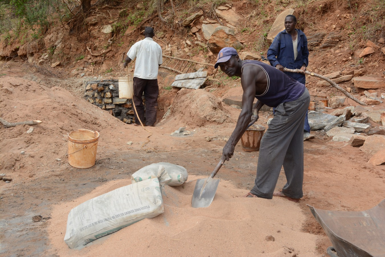 The Water Project : kenya4454-05-construction