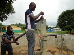 The Water Project : sierraleone5078-01-repairing