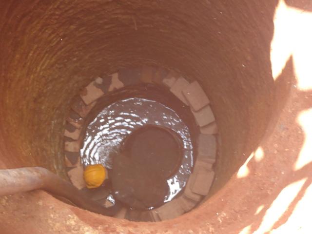 uganda6064 09 inside hole