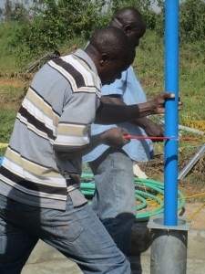 The Water Project : 16-kenya4511-pump-installation