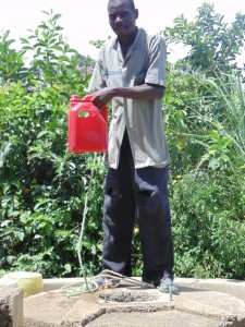 The Water Project : 2-kenya4511-rehab-well