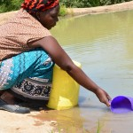 The Water Project : 17-kenya4483-fetching-water