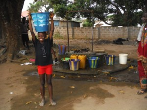 The Water Project : 18-sierraleone5096-open-well
