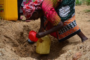The Water Project : 19-kenya4478-fetching-water