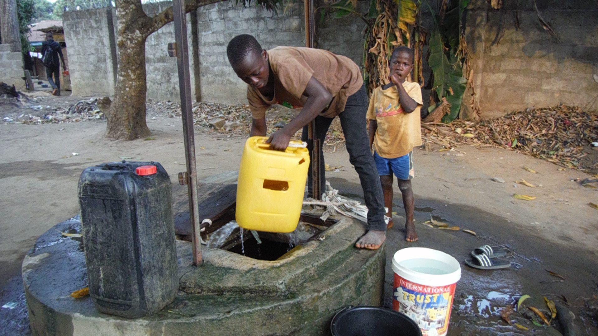 The Water Project : 19-sierraleone5096-open-well