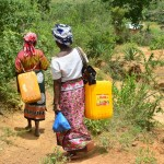 The Water Project : 22-kenya4478-fetching-water
