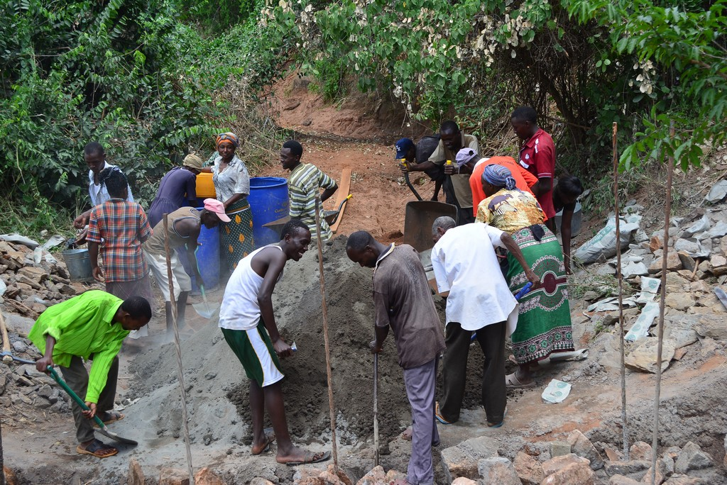 The Water Project : 8-kenya4461-construction