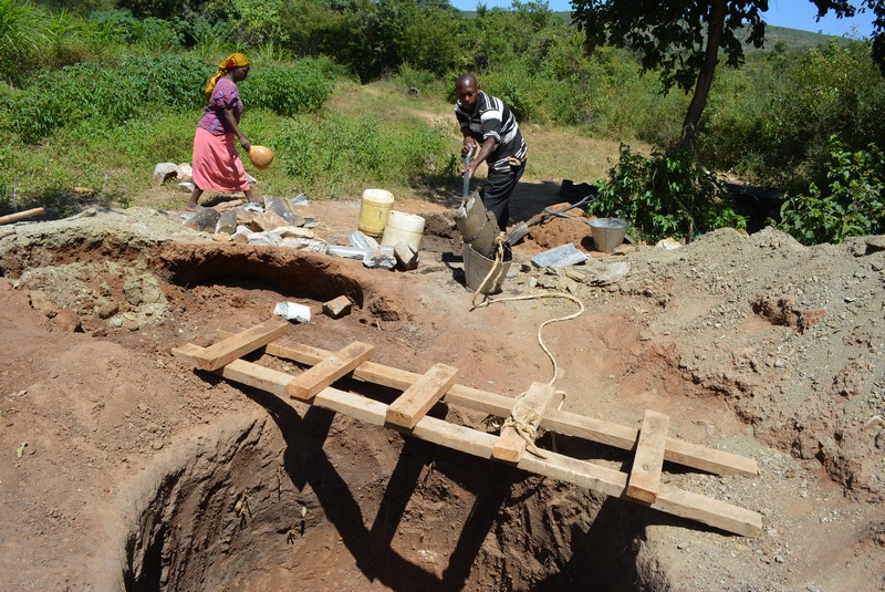 The Water Project : 13-kenya4481-well-construction