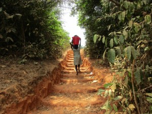 The Water Project : 18-sierraleone5082-steep-hill-to-water