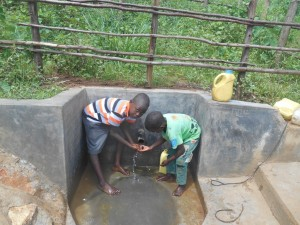 The Water Project : 19-kenya4558-spring-protection