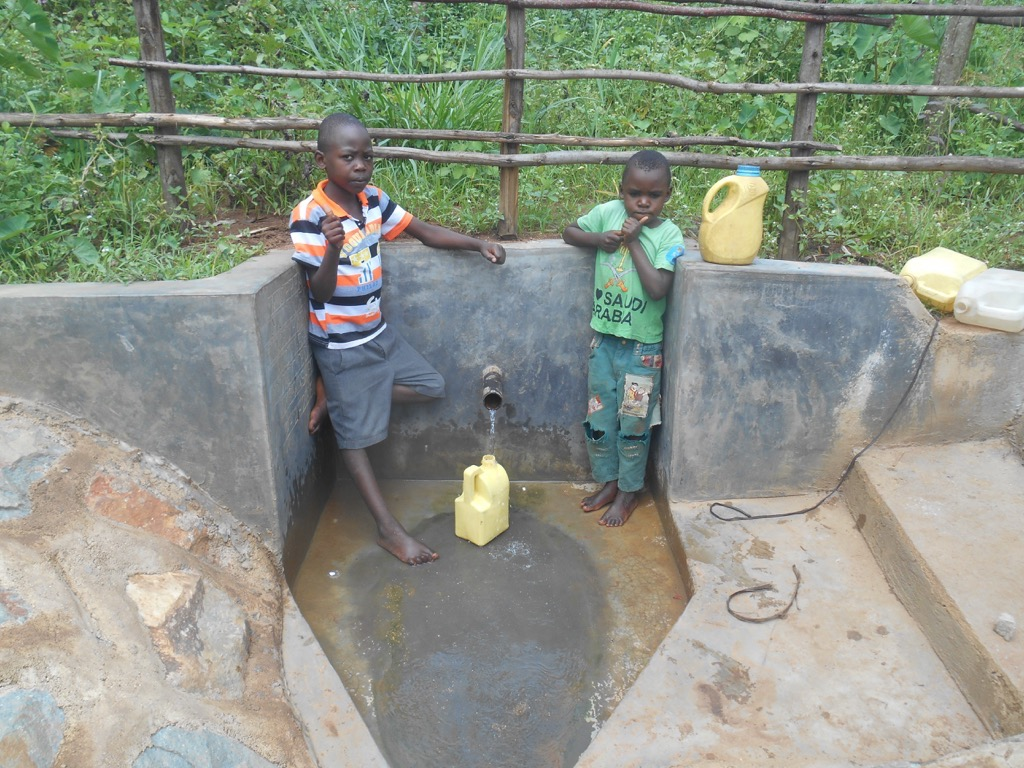 The Water Project : 20-kenya4558-spring-protection