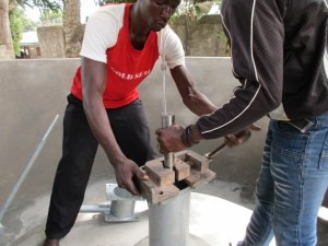 The Water Project : 71-sierraleone5096-construction-and-installation