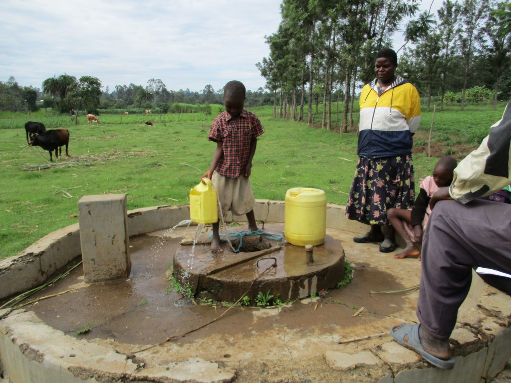 The Water Project : 11-kenya4528-unprotected-well