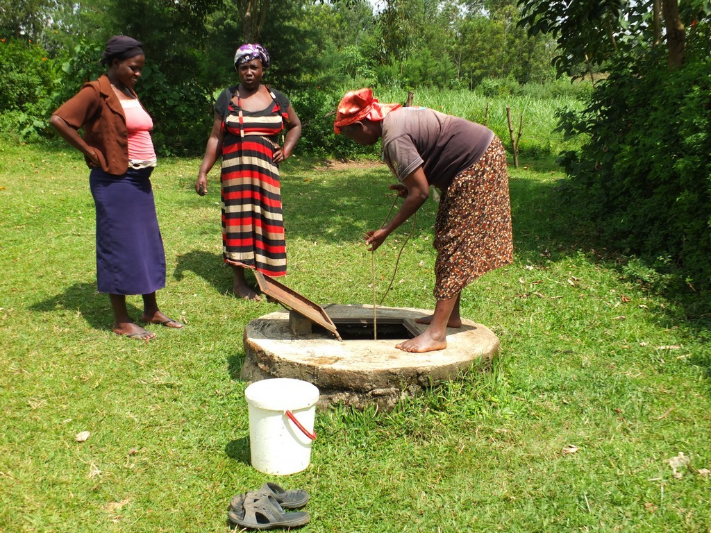 The Water Project : 15-kenya4529-unprotected-well