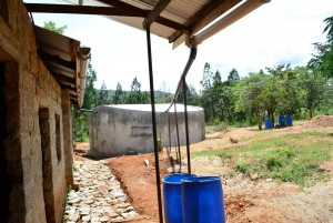 The Water Project : 2-kenya4500-finished-tank